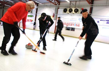 Aldri for gammel for curling