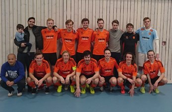 Futsal: Seriemester og klare for playoff!